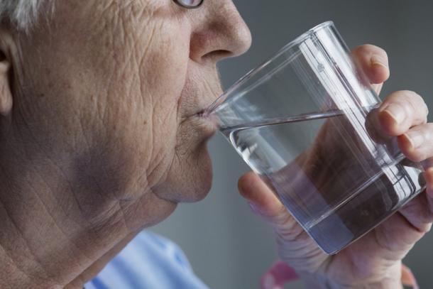 Trockener Mund: Was hilft bei Mundtrockenheit ...
